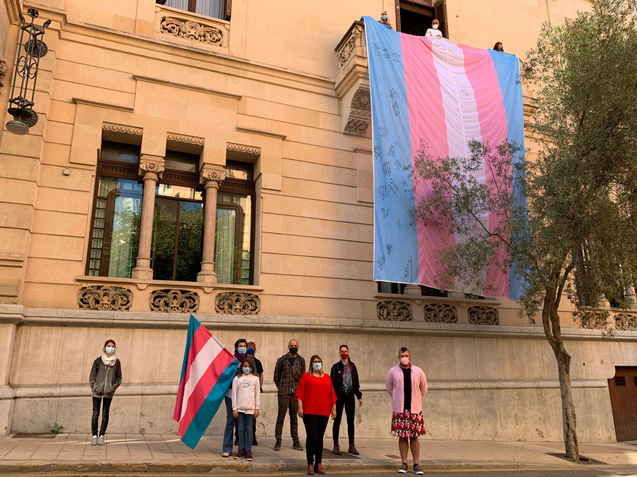 exigimos la igualdad trans en Palma